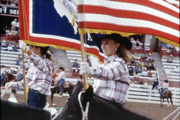 Cheyenne-Frontier-Days-rodeo-entrance-by-Dandies-and-Miss-Frontier-and-Lady-in-Waiting