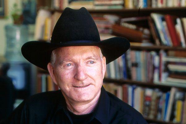 cowboys_rifle_scabbards_saddle