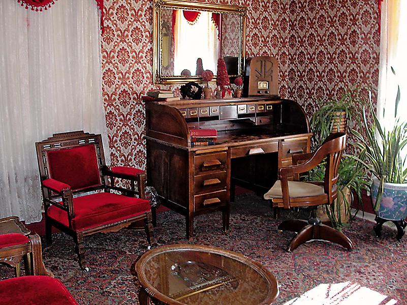 It Is Unlikely Owen Wister Found Accommodations With Red Velvet Chairs When He Ped Through Medicine Bow Wyoming But You Will Find The Early