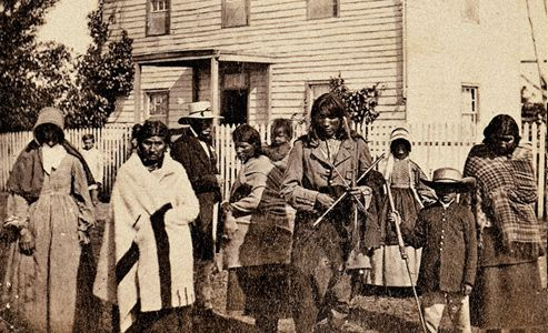 sioux-indians-mass-hanging-holding-house