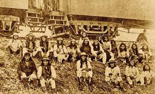 Southern-Pacific-Railroad-car_Geronimo_Apache-prisoners_Lozen,