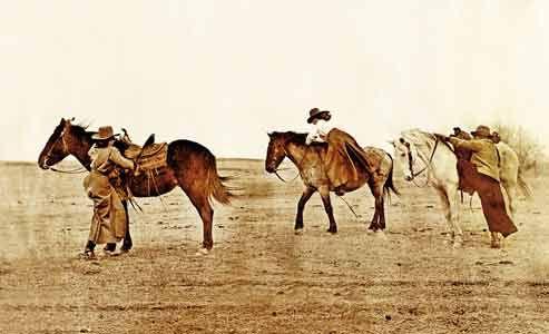 buckley-sisters_women-on-range-riding-horses.
