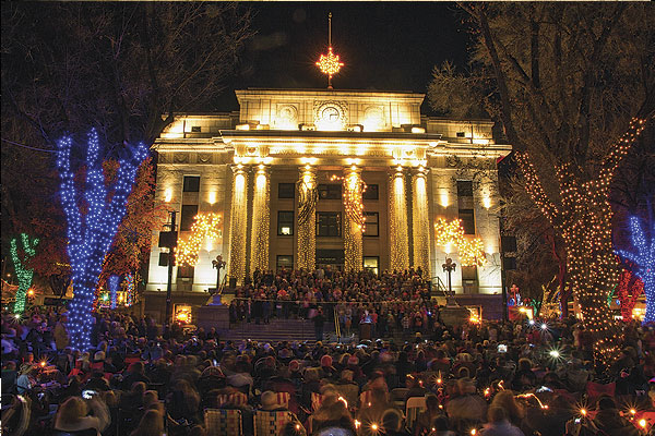 rescott-AZ-Courthouse-at-Christmas lights festival
