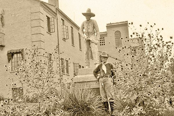 Joe-Sughrue-stands-next-to-the-Cowboy-Statue