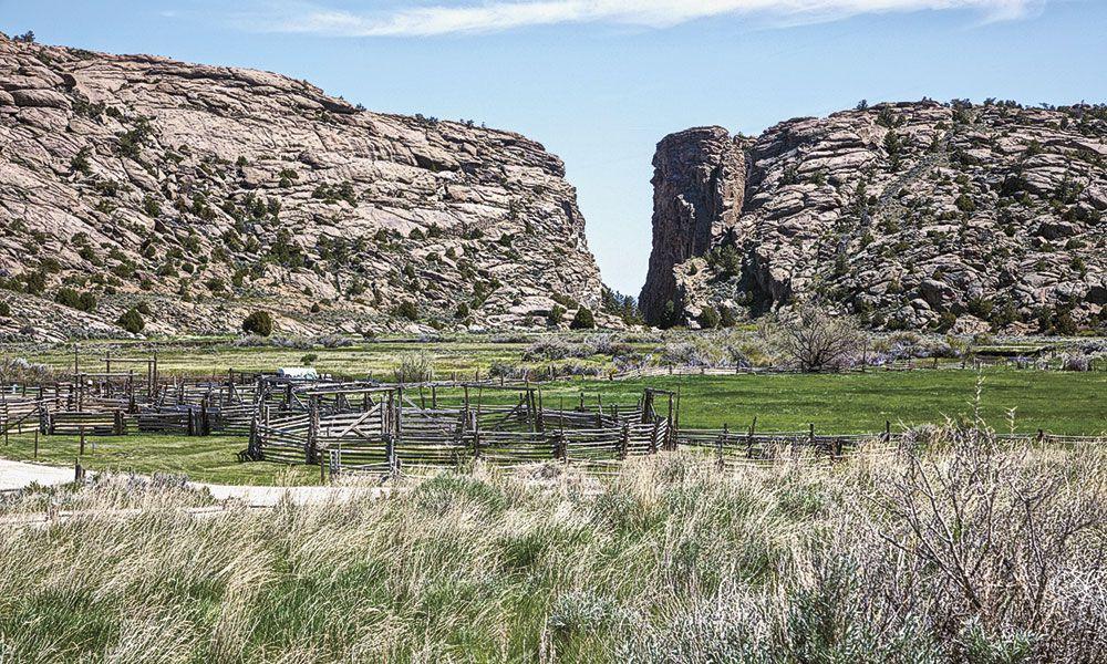 Overland Trail Renegade Roads Western History True West